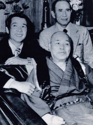 広島の初代監督を務めた石本秀一...