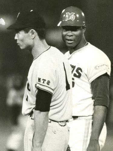 日めくりプロ野球 3月            【3月24日】1967年(昭42) 日本製バットで本領発揮 苦労人ロバーツ、来日初アーチ