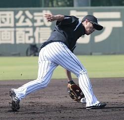 「野球西岡無料写真」の画像検索結果