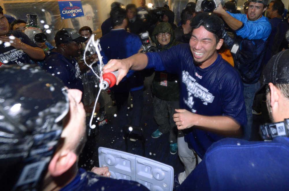 【MLB】ドジャースが5年連続16度目の地区優勝 ダルビッシュ、前田健太もシャンパンファイトで歓喜