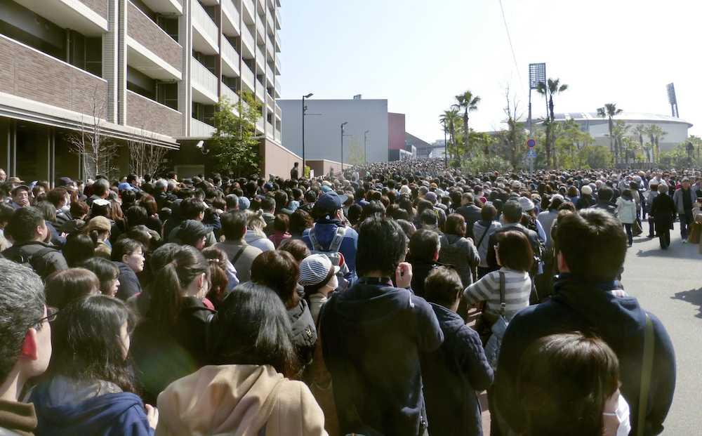 【野球】広島カープ抽選券に5万人殺到、大混乱で打ち切り…ファン怒り「話が違う」「新幹線代返して」
