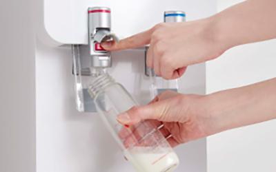 ロックボタンを押しながらレバーを押し込むタイプ