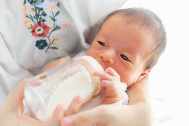 ペットボトルの水は赤ちゃんのミルクに使える?