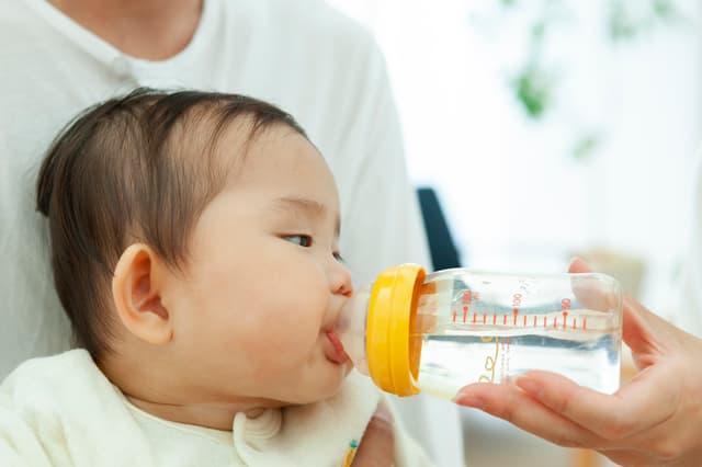 赤ちゃんに水道水をあげてもいい?いつ頃からOK?
