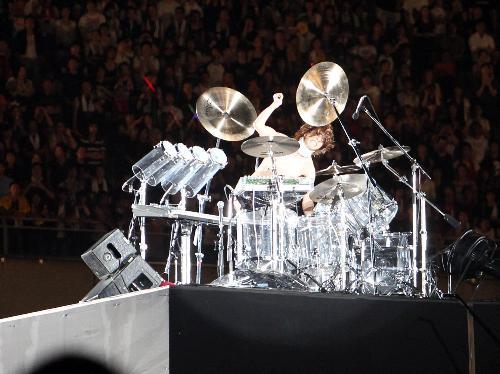 アンコール1曲目でドラムソロを行う「X JAPAN