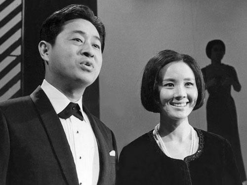 68年5月21日、妻の南田洋子さん...