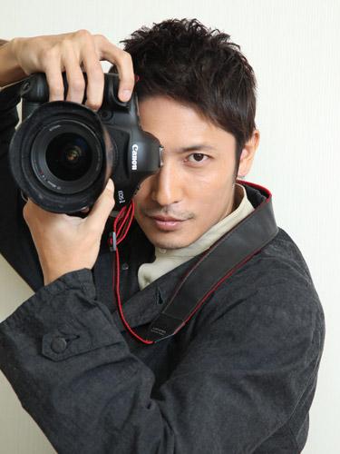 カメラを持つ玉木宏