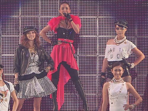 【話題】香里奈が安室奈美恵とのコラボ「H&M」ランウエー!※画像あり