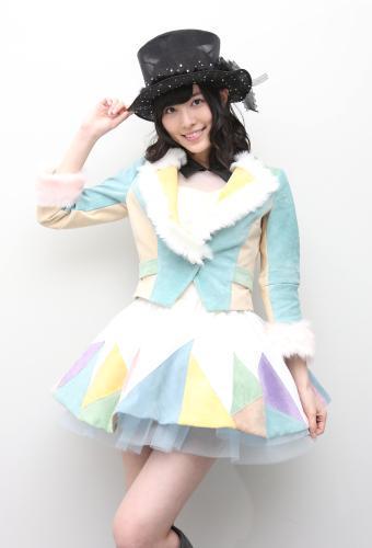 パステルカラーの衣装の松井珠理奈