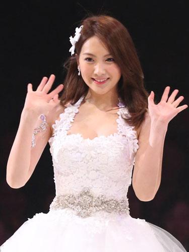 元KARA・知英(ジヨン)のドレス画像