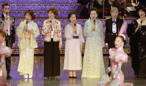 八千草薫、鳳蘭、大地真央\u2026宝塚100周年 往年のスターが一堂に