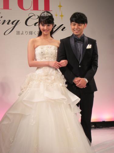 佐々木希 結婚は「20代ではしないと思う」 純白ドレス披露も