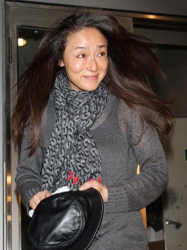 2012年6月、取材陣に田宮五郎さんとの関係を聞かれる浅野ゆう子 ...