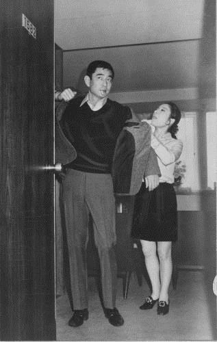 高倉健さんと江利チエミさん(197...