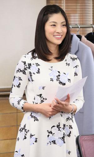 花柄の白いワンピースがかわいい岩本乃蒼