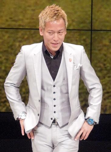 本田そっくり芸人 じゅんいちダビッドソン結婚!白スーツでプロポーズ