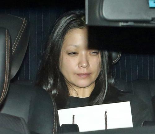 小向美奈子容疑者スッピンでぐったり…覚せい剤所持で送検― スポニチ ...