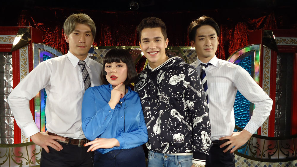 オースティン・マホーン(左から3人目)との初共演が実現したブルゾンちえみとwith Bの2人(C)日本テレビ. Photo By 提供写真