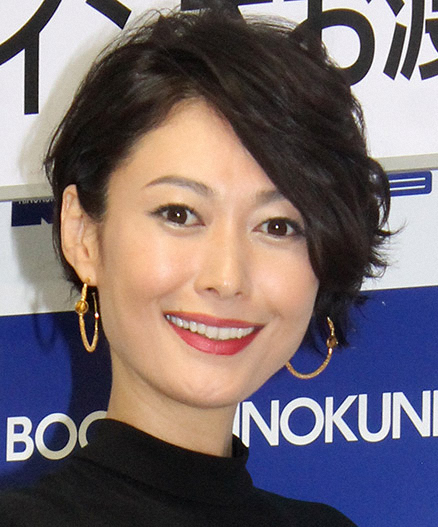 田丸麻紀、ノースリーブでスキンケア 美肌に「うっとり」「ほとんど ...