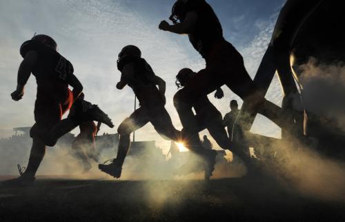 フィールドへ走り出す選手たち (AP)― スポニチ Sponichi Annex スポーツ