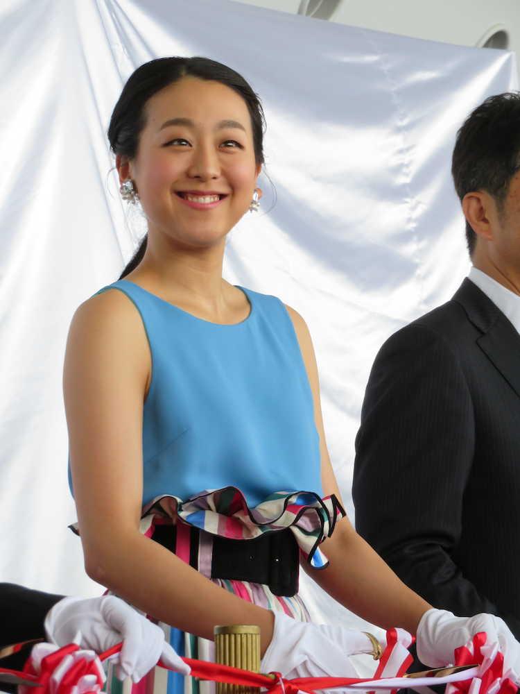 20180608s00079000119000p view - 【フィギュアスケート】浅田真央さん 国民栄誉賞の羽生を祝福「国民の大スターに…遠くなってしまったかな」