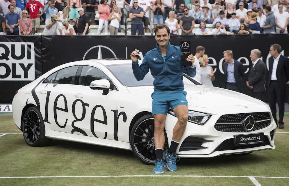 【男子テニス】フェデラー(36)3カ月ぶりの復帰戦V「素晴らしいカムバック」でNo.1にも復帰 メルセデス・カップ ->画像>3枚